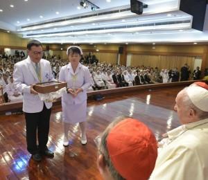 Tailândia: O Papa Francisco visita o Hospital St. Louis