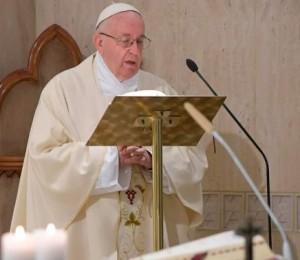 Não ser cristãos aguados que esquecem a alegria do testemunho, exorta o Papa